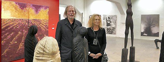 Manfred Josef Neuhäuser und Barbara Magdalena Neuhäuser stellen derzeit ihre Werke in der Kunsthalle in Arnstadt aus. Foto: Marco Schmidt